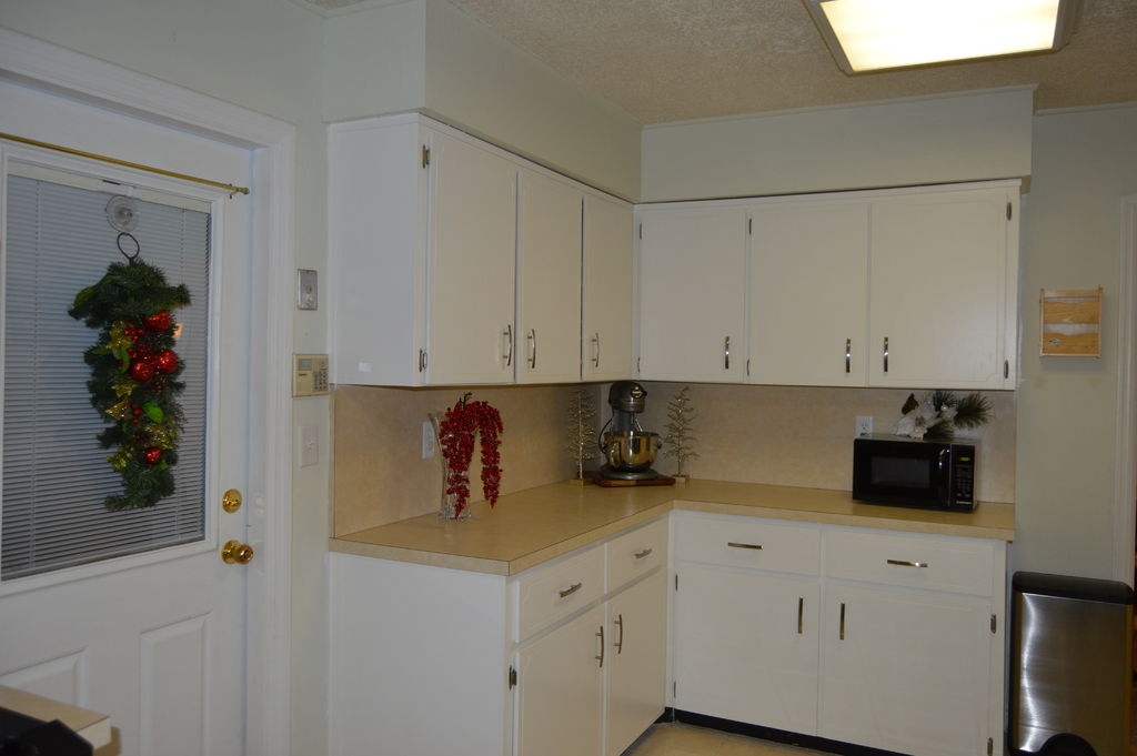 Give your kitchen cabinets a makeover in 4 easy diy steps - Easy steps for a kitchen makeover ...